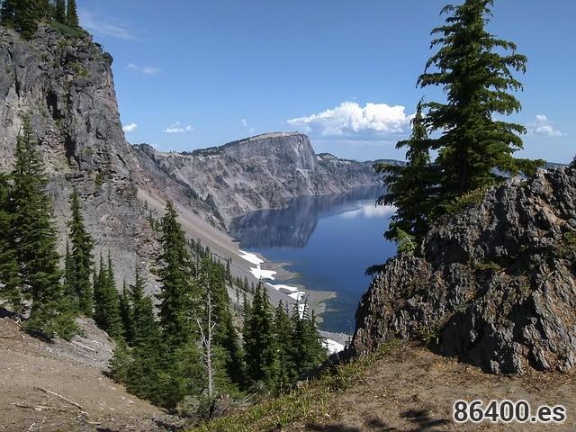 crater-lake-328831_640