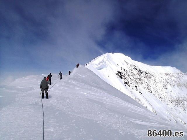 mountain-climbers-603617_640
