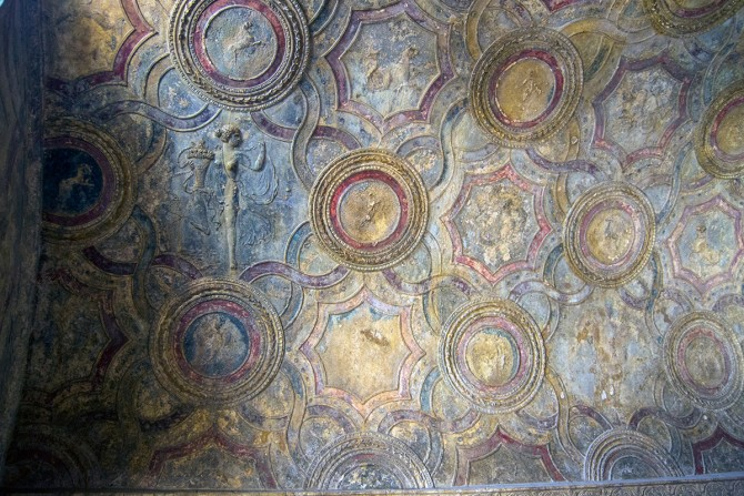 Techos decorados en los baños públicos de Pompeya
