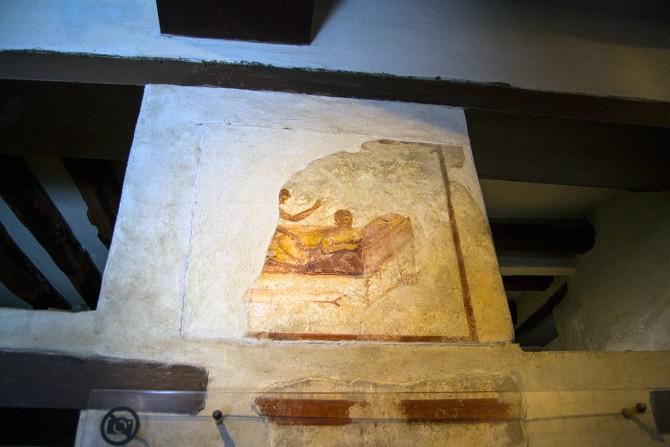 Frescos representando posturas del kamasutra en el distrito rojo de Pompeya