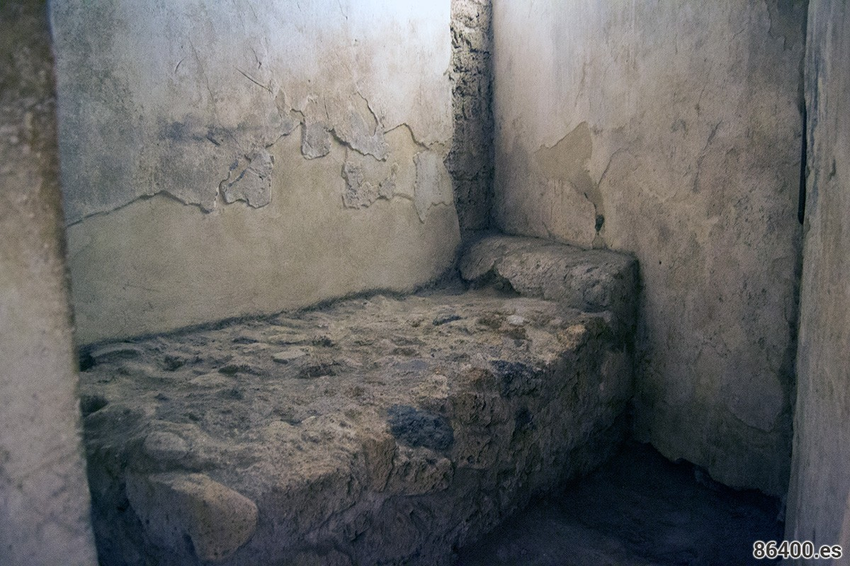 Cama de piedra del prostíbulo de Pompeya