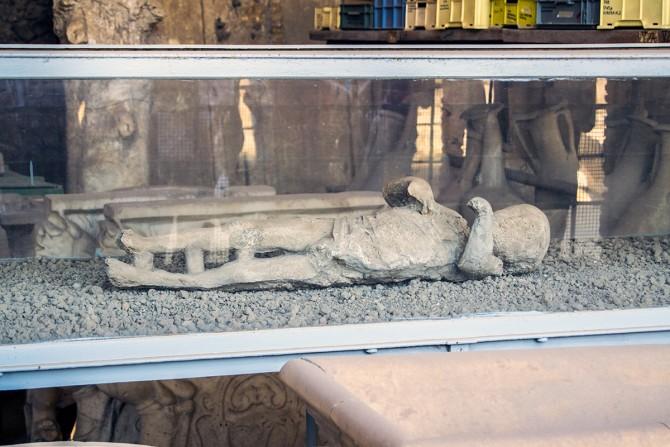 Niño petrificado en Pompeya