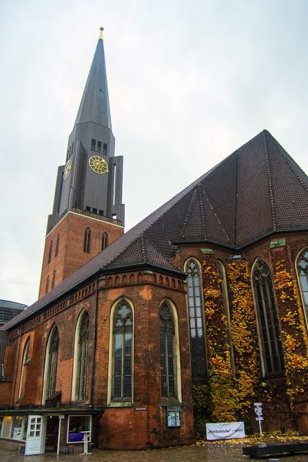 Torre de cobre de la iglesia de St. Jacobi