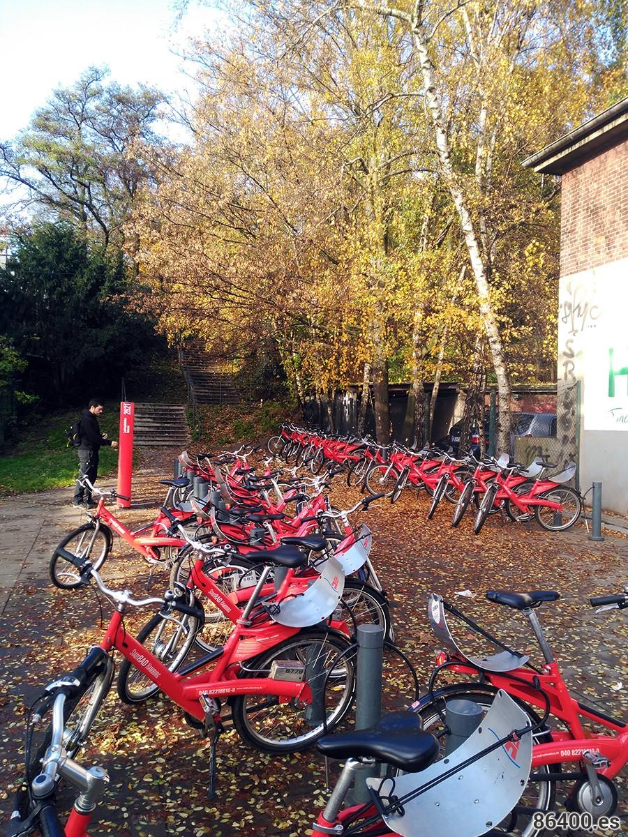 Estación de bicicletas cercana al Fishmark Hamburgo