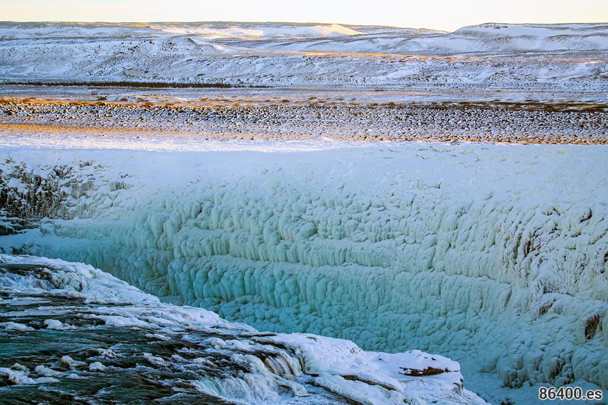 Muro helado en la cascada Gulffoss Islandia