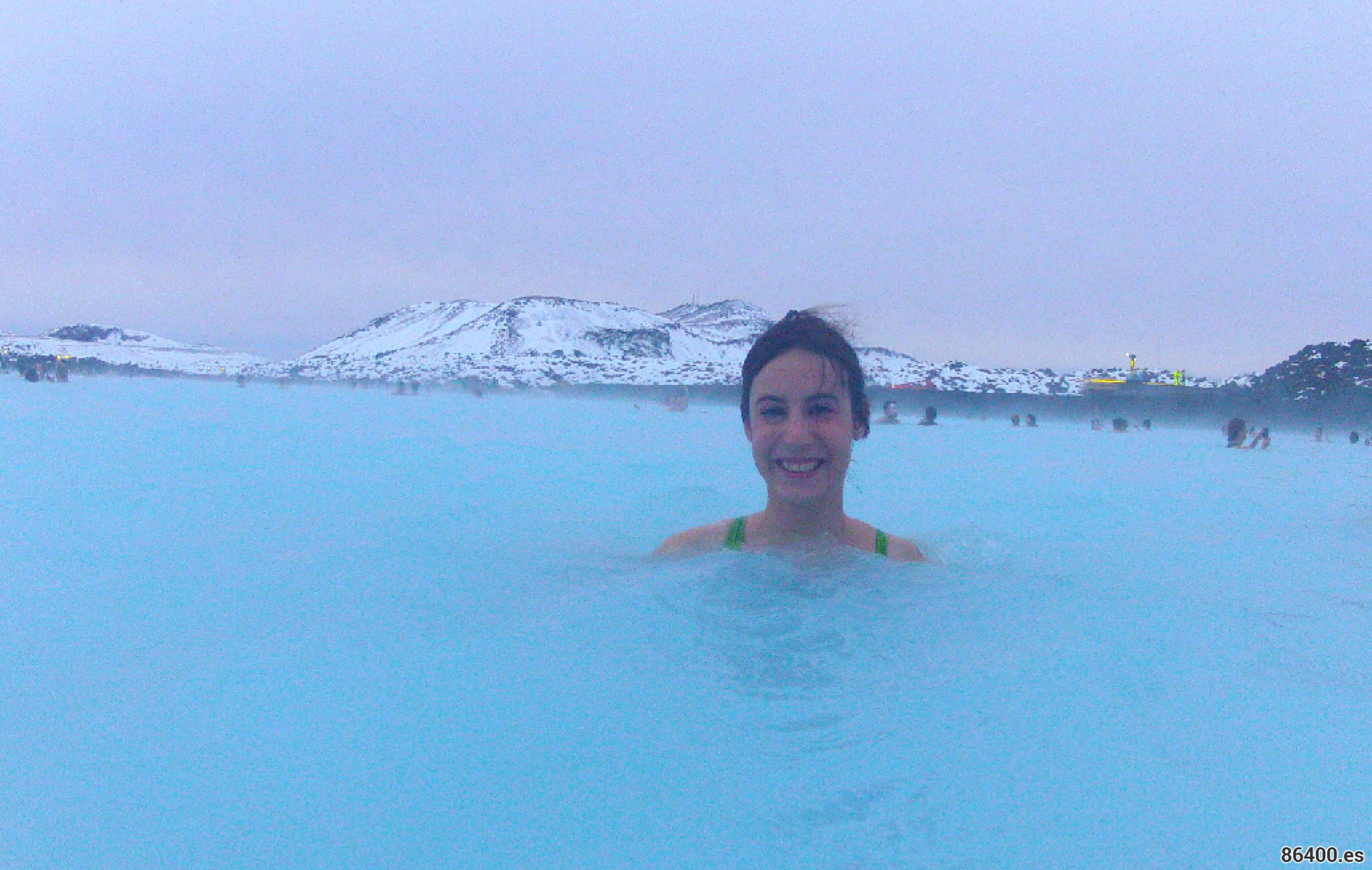 Nerea banándose en el Blue Lagoon