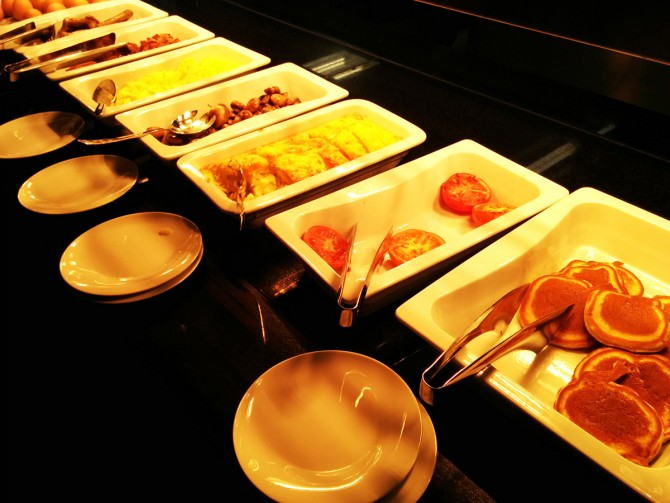 Increíble desayuno en el Hotel Ameron Collection Ducha abierta en el Hotel Ameron Collection Hamburgo