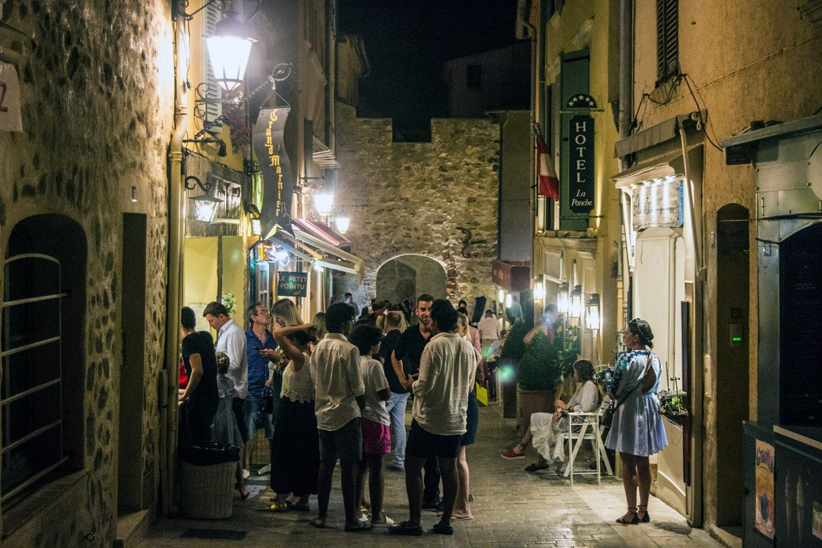 Ambiente nocturno de Saint-Tropez