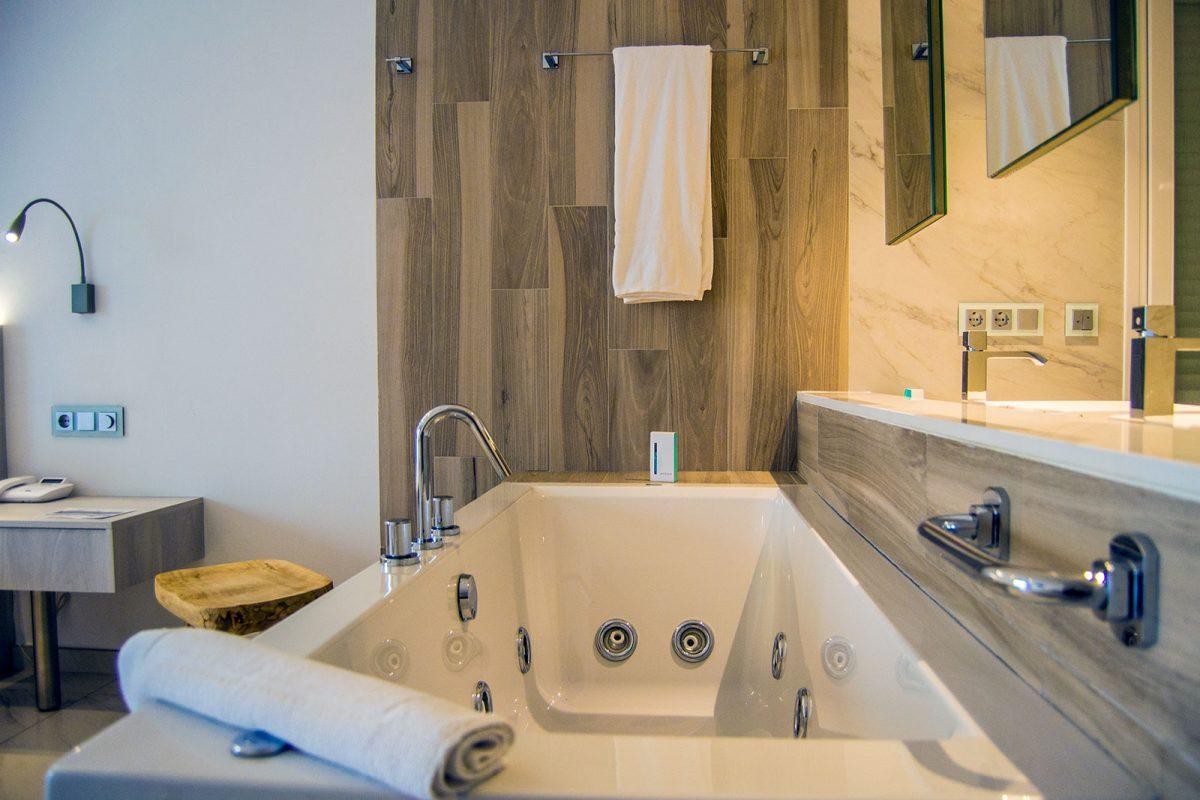 Bañera hidromasaje Hotel Vistabella - regreso Costa Brava