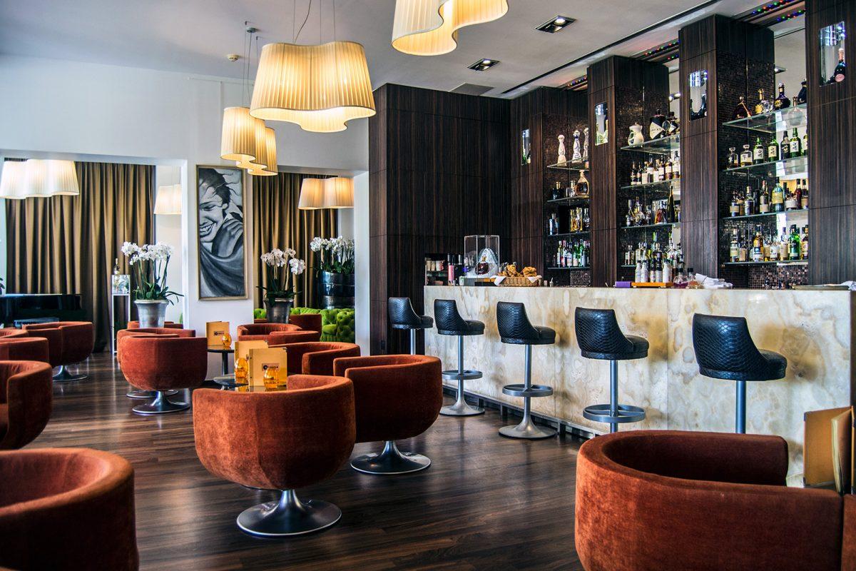 Bar del Grand Hotel Cannes