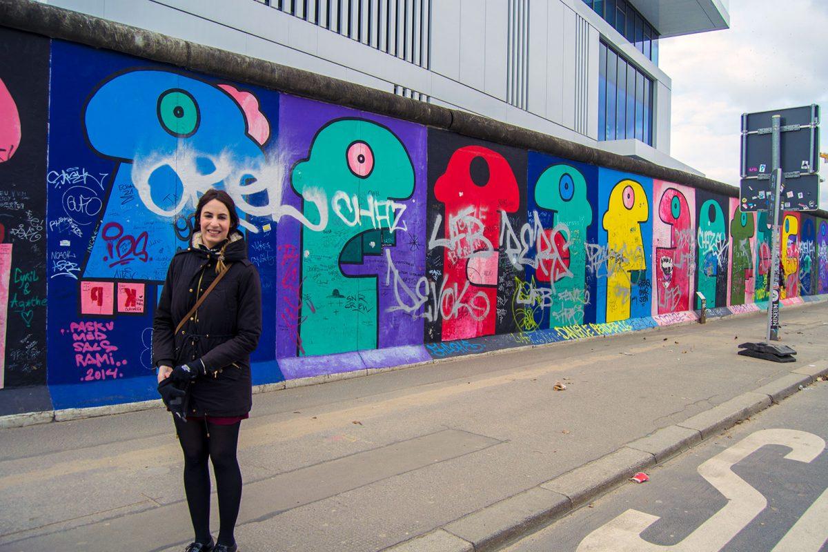 Cabezas del artista Thierry Noir - día 4 en Berlín