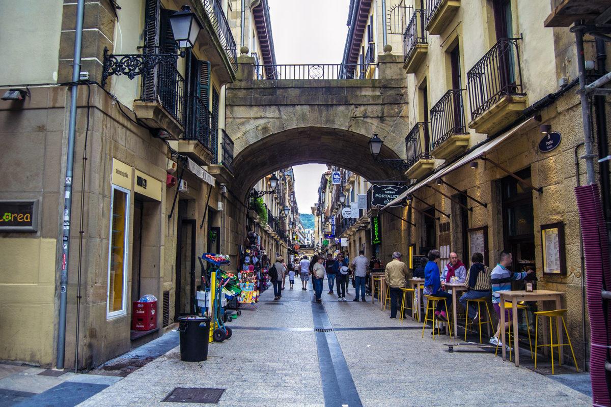 Calle típica de la parte viej de San Sebastián