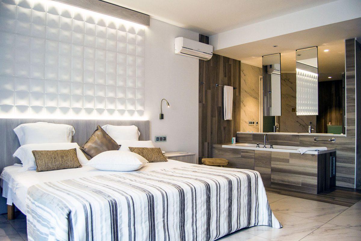 Cama y lavabo Hotel Vistabella - regreso Costa Brava