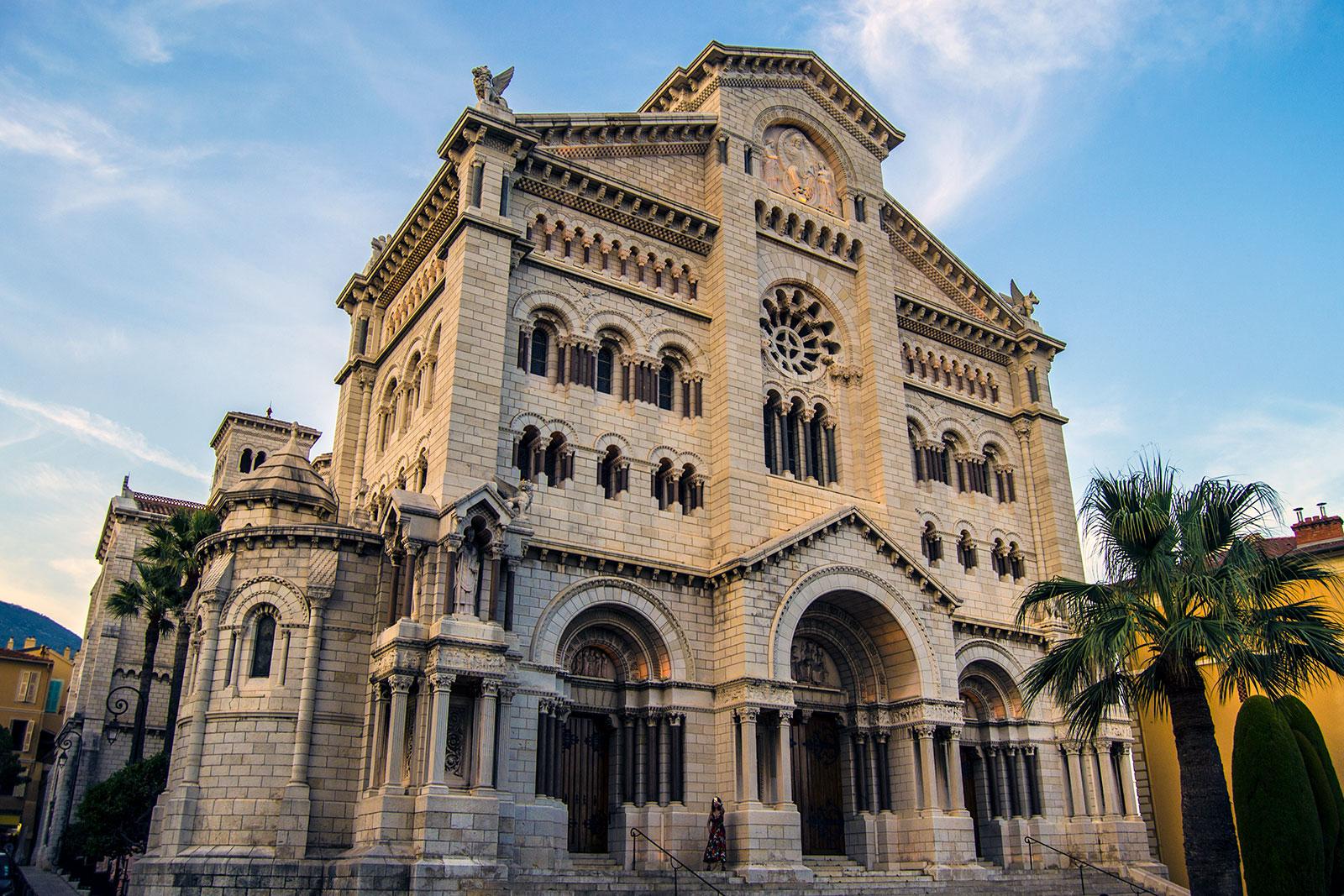 Catedral de San Nicolás de Montecarlo - una tarde en Montecarlo