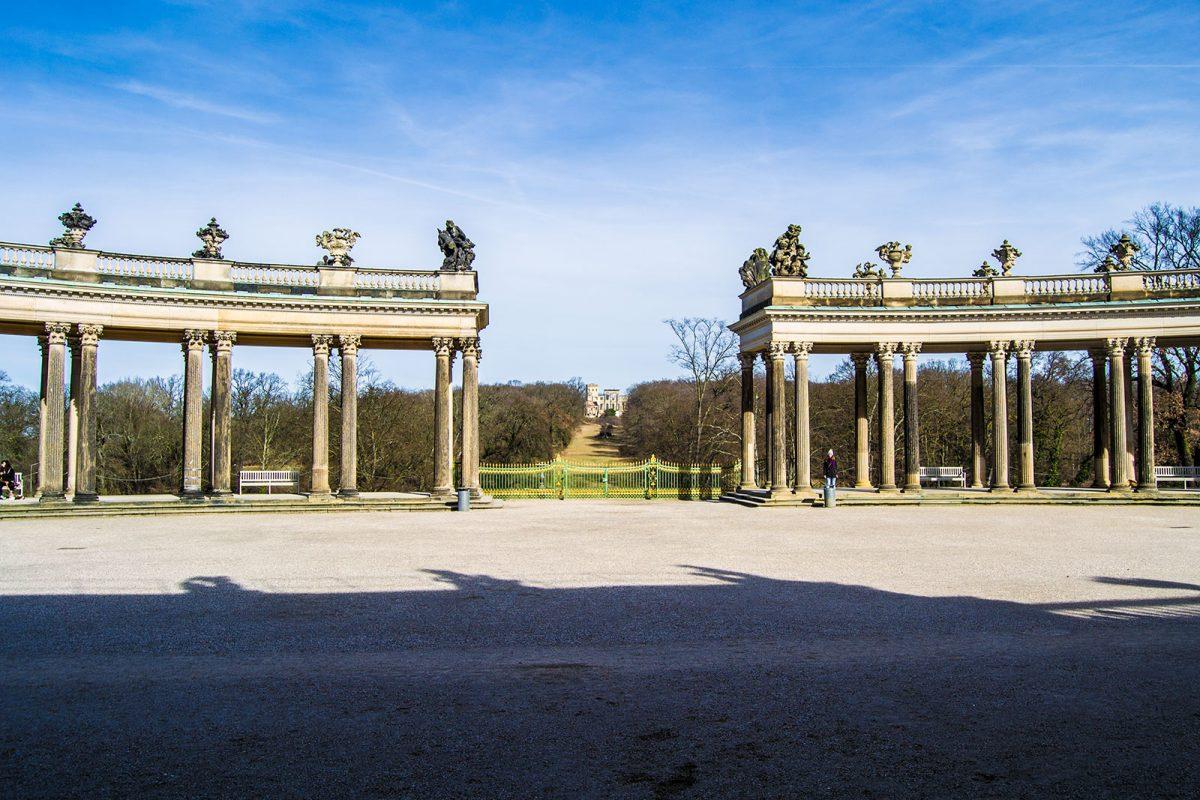 Columnatas y ruinas falsas en el Palacio de Sanssouci - día 3 en Berlín