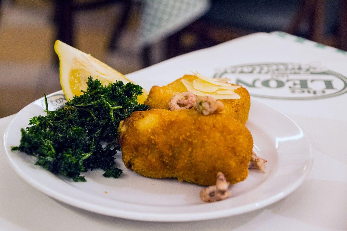 Croqueta de camarones y de queso en Chez Leon - que ver en Bruselas