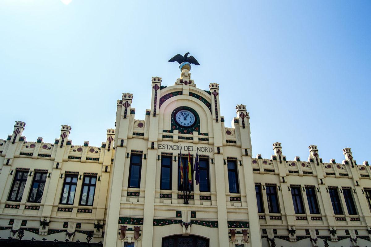 Fachada de la estación del Norte de Valencia - Un día en Valencia