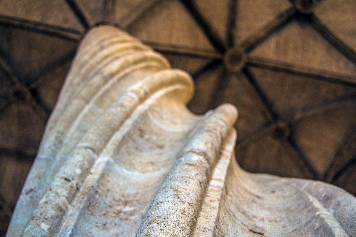 Columnas enroscadas de la Lonja de la Seda o de los Mercaderes - Un día en Valencia