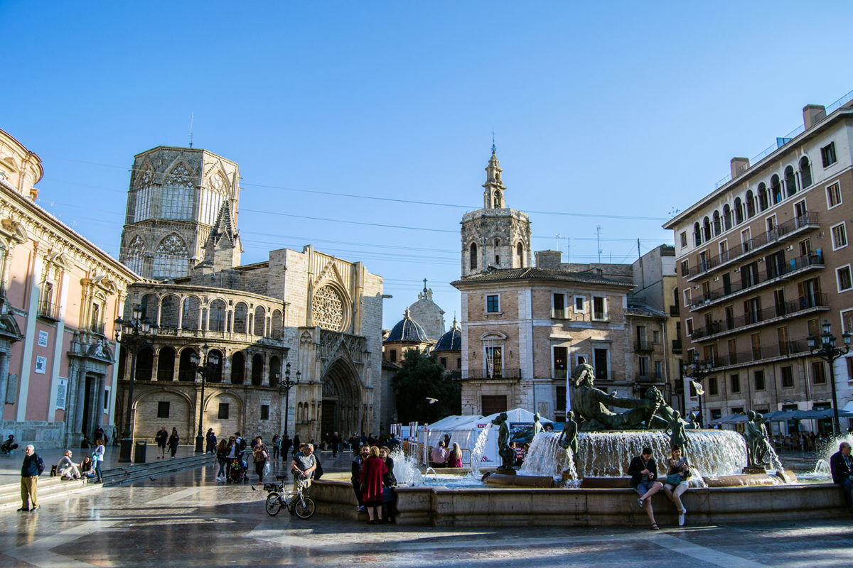 Plaza de la Virgen de Valencia - Un día en Valencia