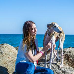 Turbo y Nerea disfrutando en la playa para perros del Puig- Un día en Valencia