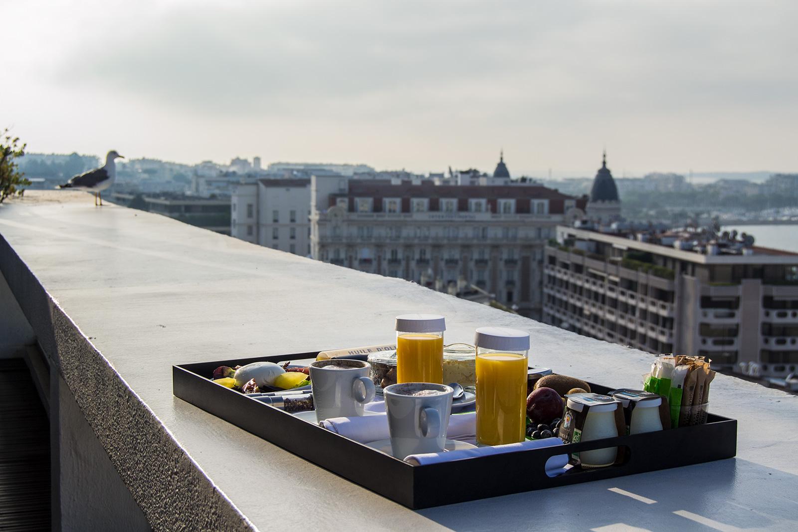 Desayunar en la terraza del Grand Hotel Cannes