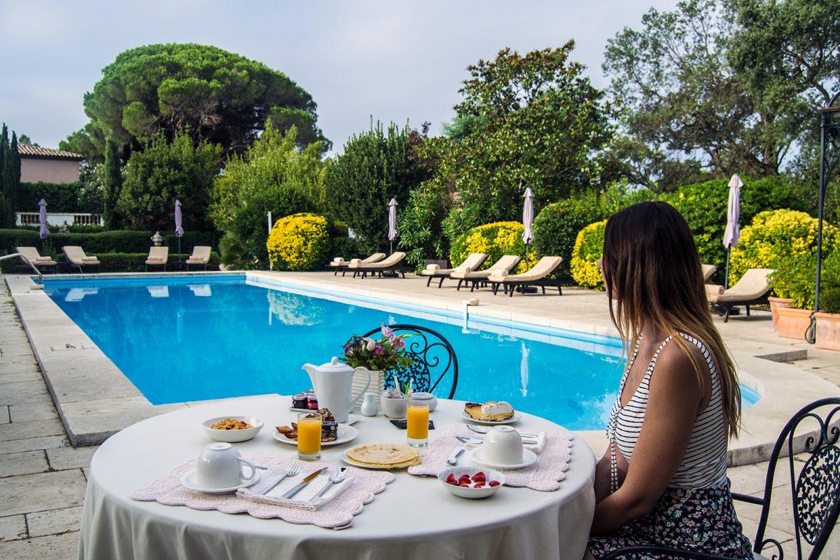 Desayuno en la terraza del Hotel Mas de Chasletas