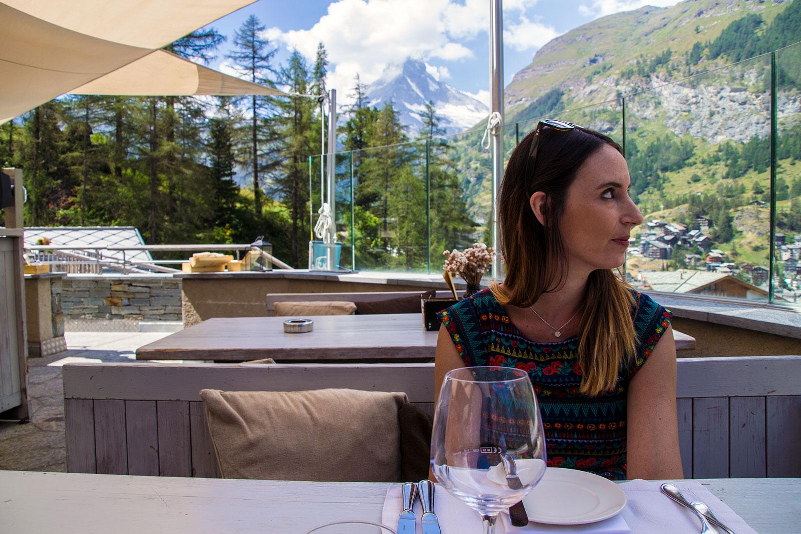 En la terraza del restaurante Cervo Puro con vistas al Cervino