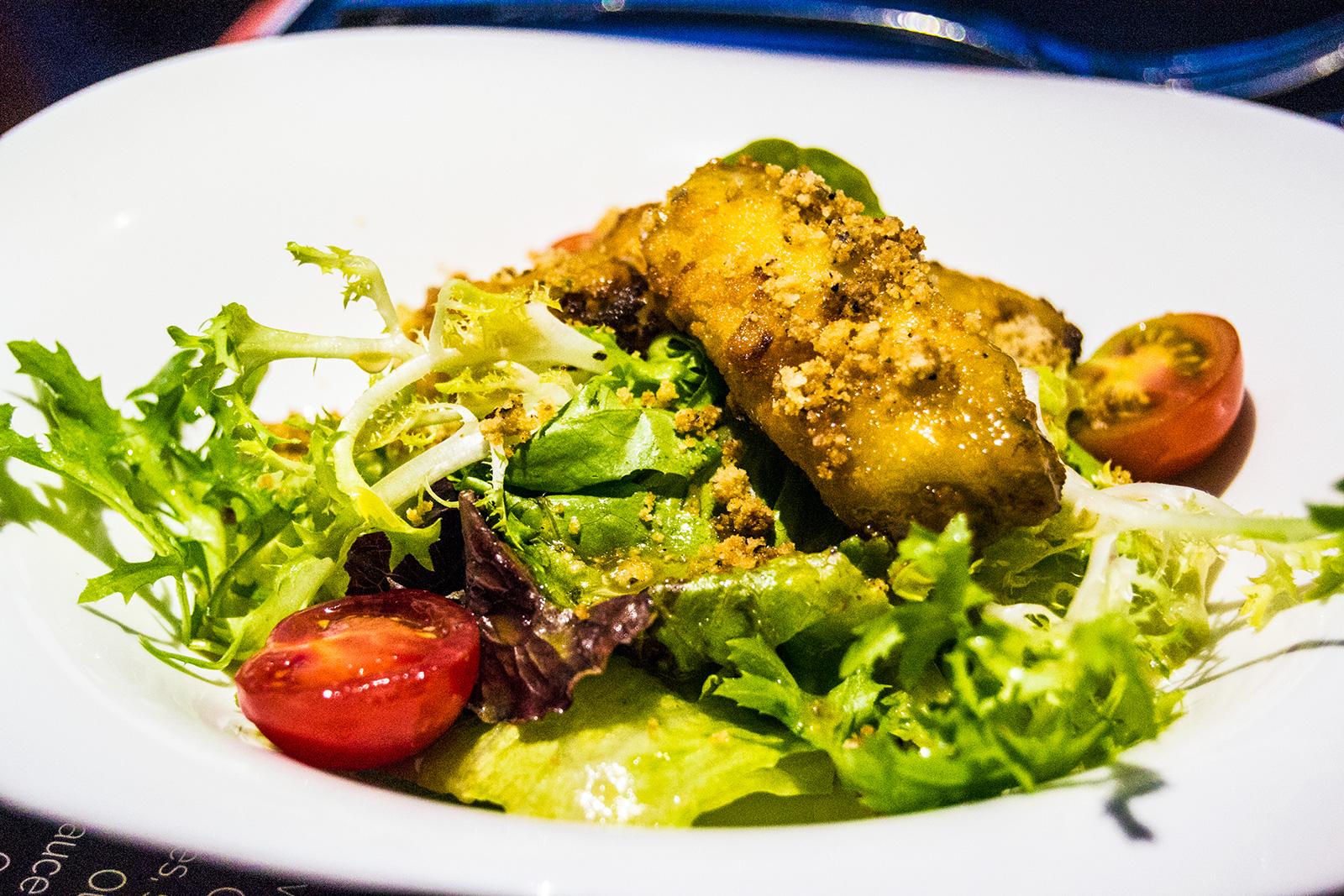 Ensalada con croquetas restaurante Bistr'AU Nimes