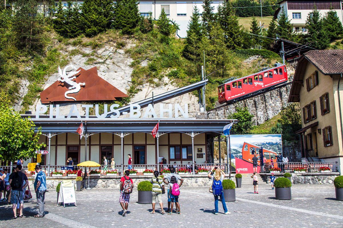 Entrada al tren cremallera Pilatus - tren cremallera Monte Pilatus