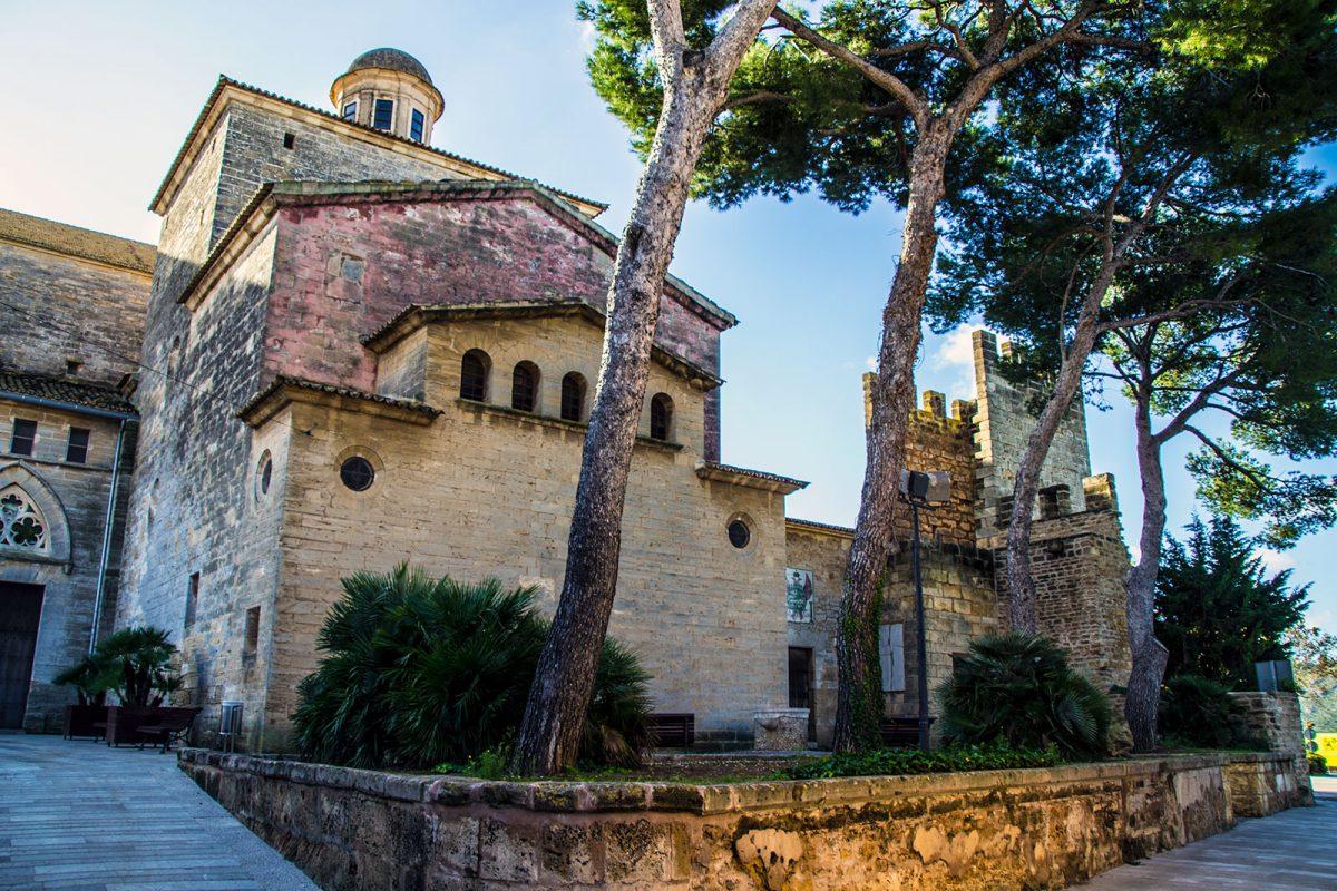 Iglesia de Alcudia - Pueblos más bonitos de Mallorca