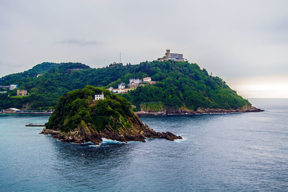 Isla de Santa Clara y monte Igueldo tomada desde el monte Urgull
