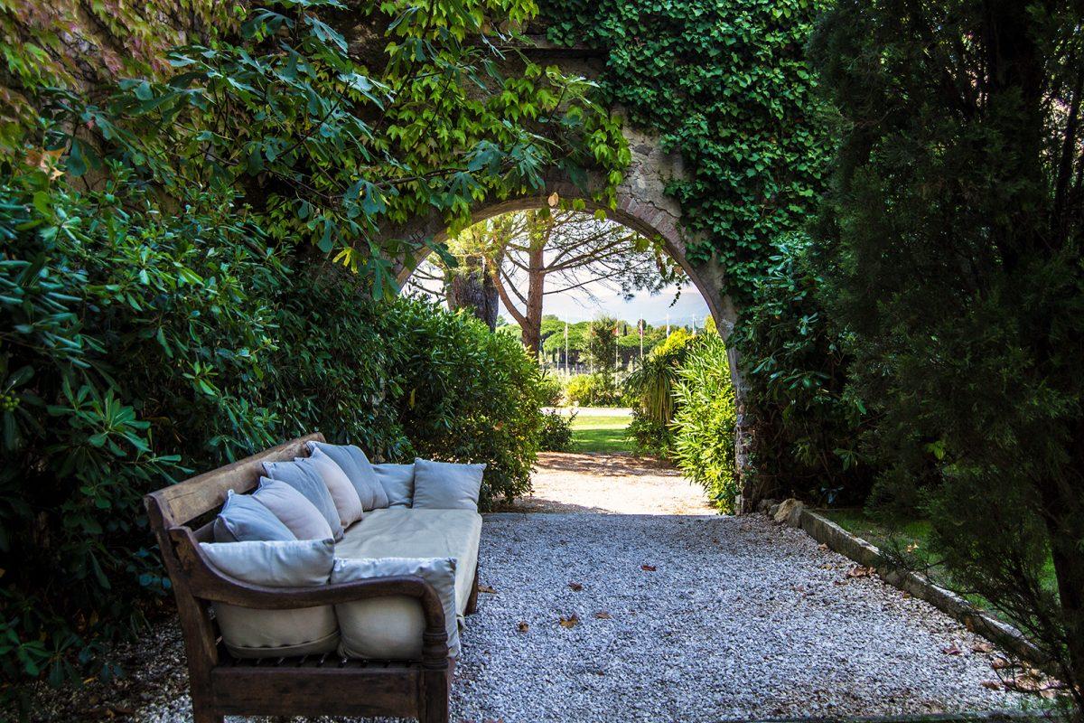 Jardín hotel Mas de Castelas - un día en Saint-Tropez