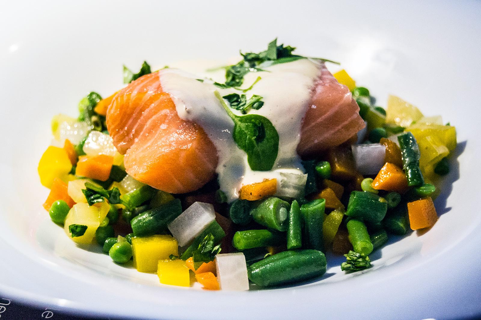 Menestra con salmón restaurante Bistr'AU Nimes