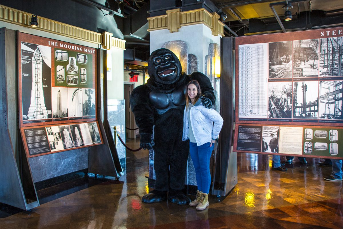 Nerea con King Kong en el Empire State Building - New York CityPass