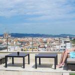 Nerea disfrutando de las vistas del ático del Hotel Avenida Palace