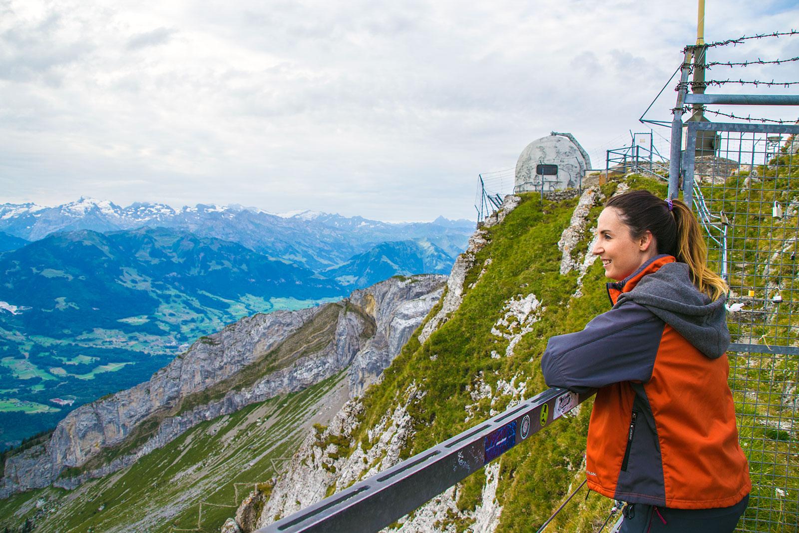 Nerea disfrutando de las vistas desde el Mt. Pilatus