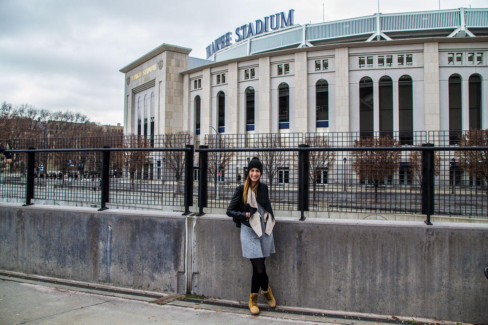 Nerea en el estadio de los Yankees - excursiones desde Nueva York