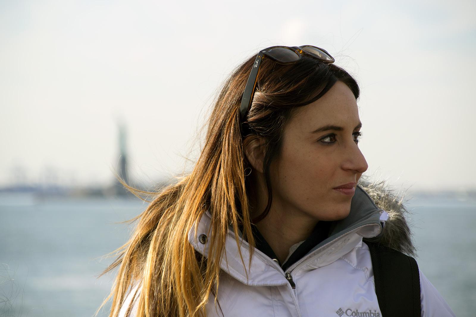 Nerea en el ferry hacia Liberty Island - New York CityPass
