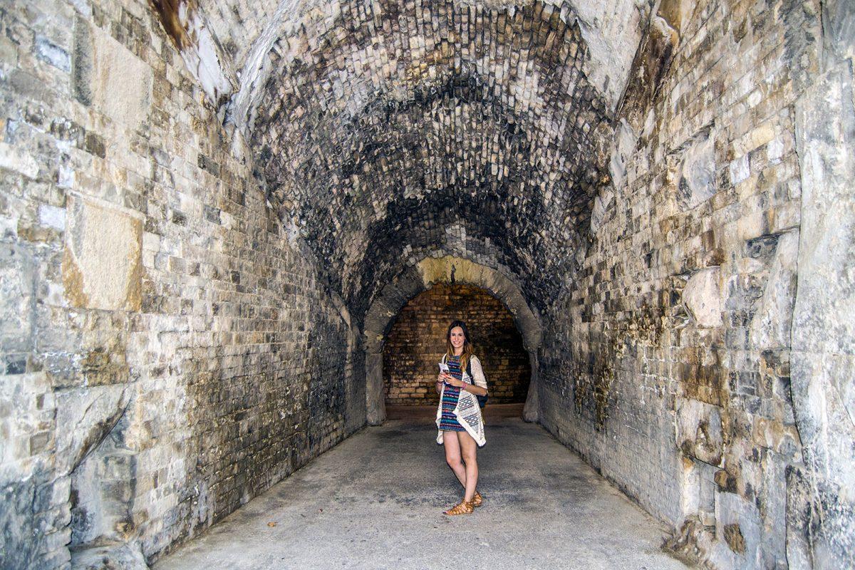 Nerea en el interior de la Arena de Nimes - qué ver en Nimes