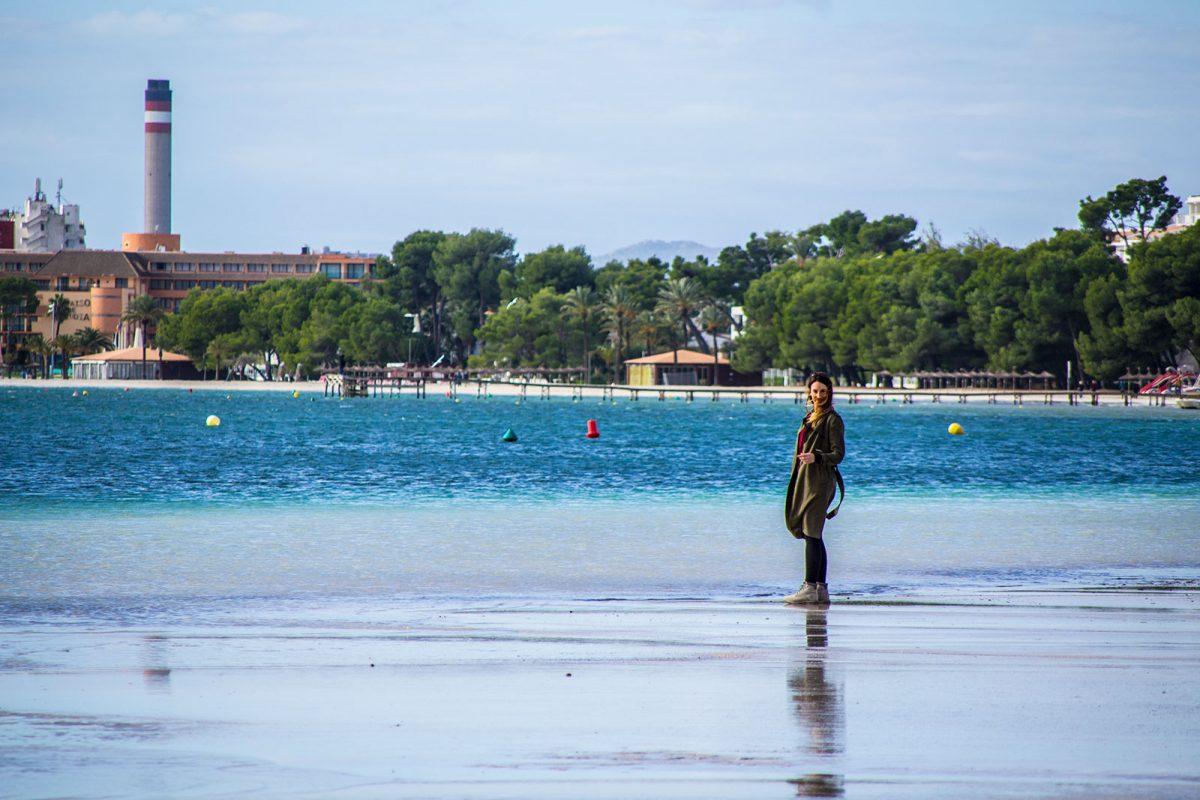 Nerea en el puerto de Pollensa 2 - Pueblos más bonitos de Mallorca