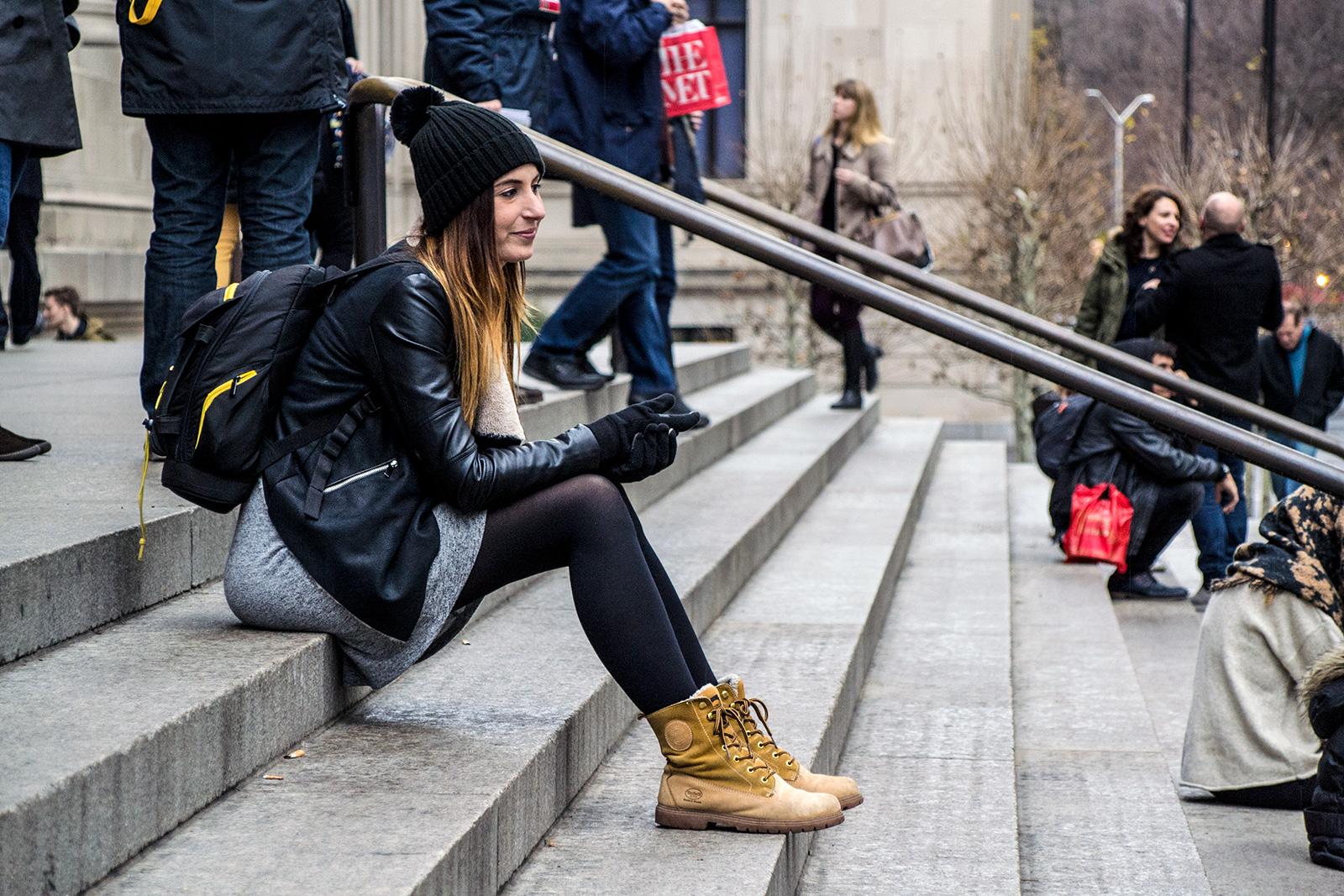 Nerea en las escaleras del MET - New York CityPass