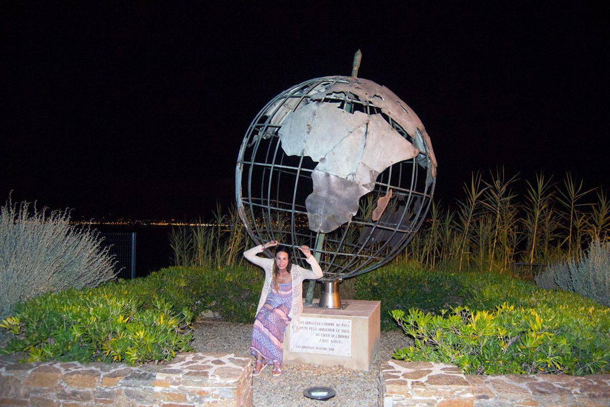 Nerea y la bola del mundo en Saint-Tropez