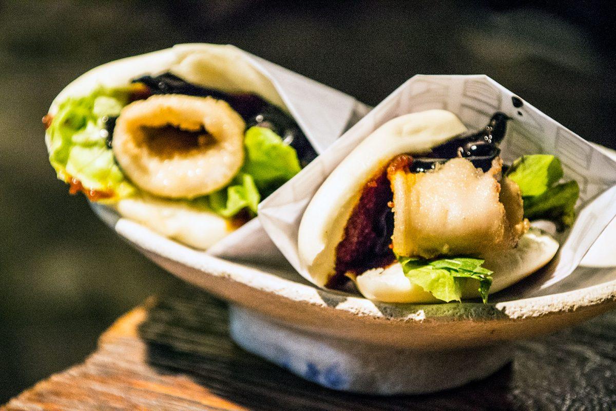 Pan bao tostado con chipirones a la andaluza - Restaurantes Mallorca