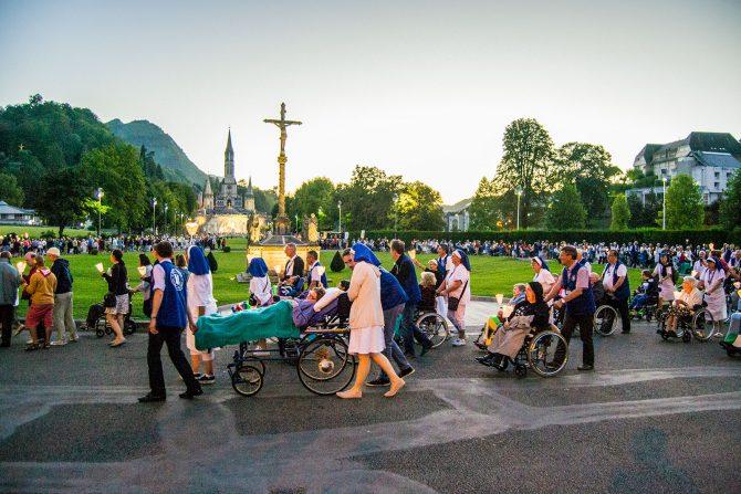 Procesión diaria en el Santuario de Lourdes 2