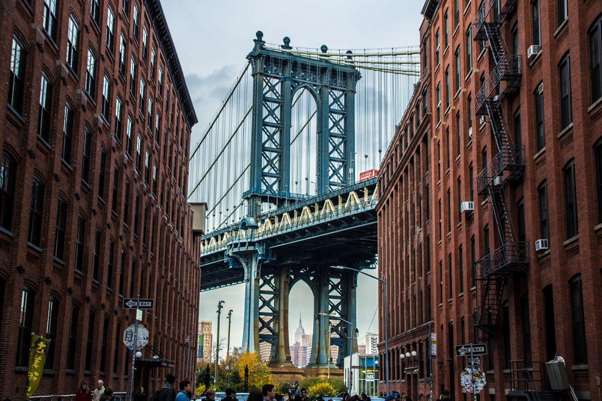 Manhattan Bridge con el Empire State al fondo - excursiones que hacer desde Nueva York