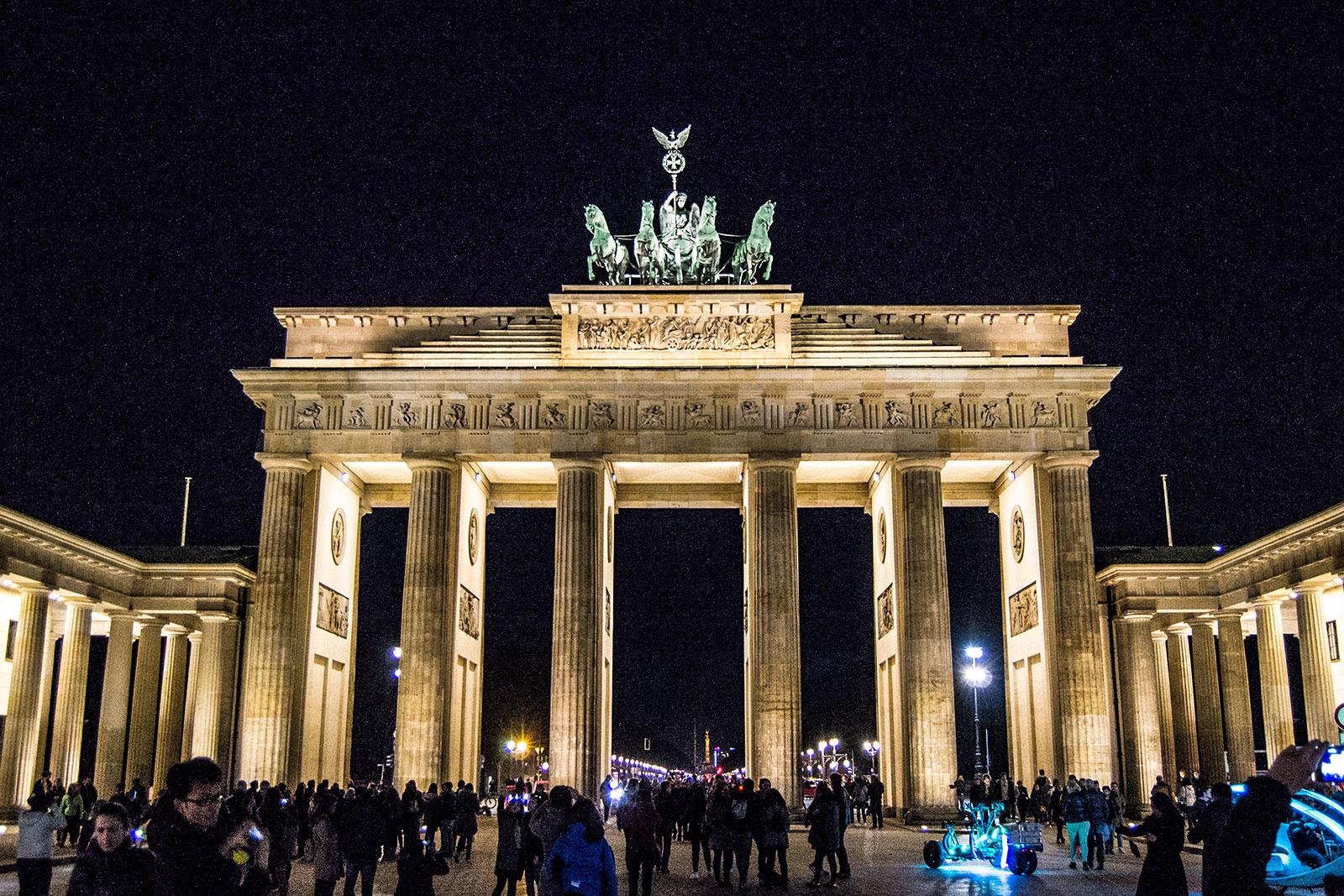 Puerta de Brandemburgo de noche - día 3 en Berlín