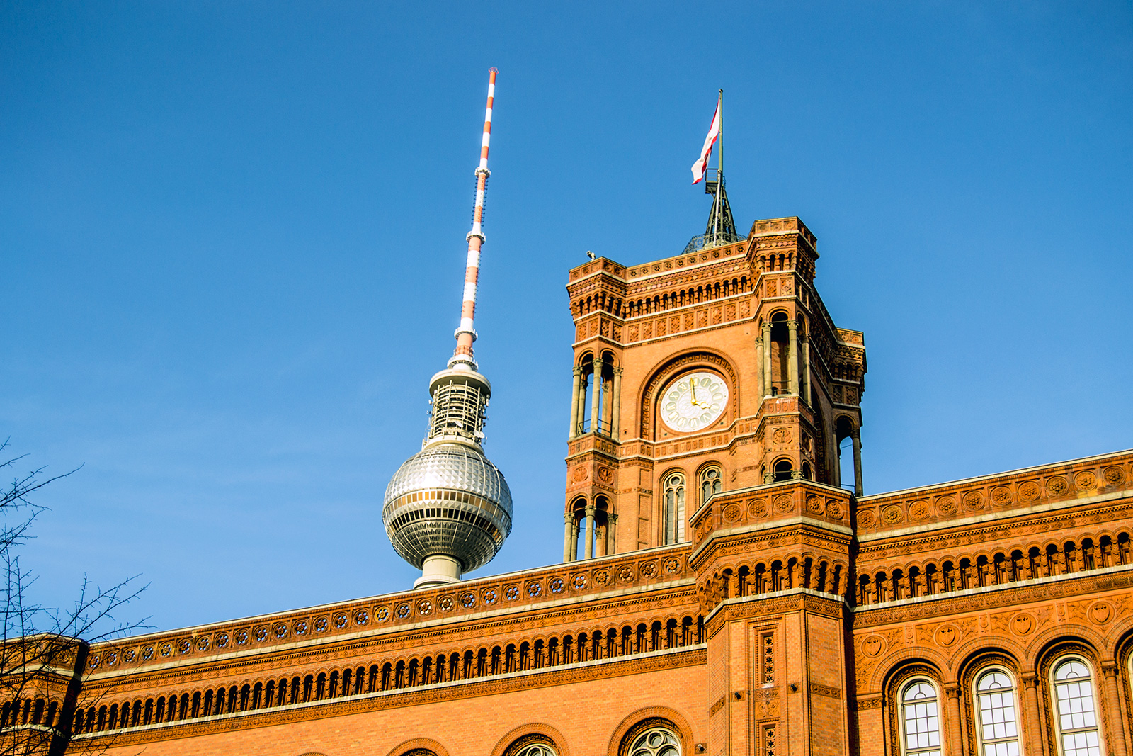 Rotes Rathaus con TV Tower