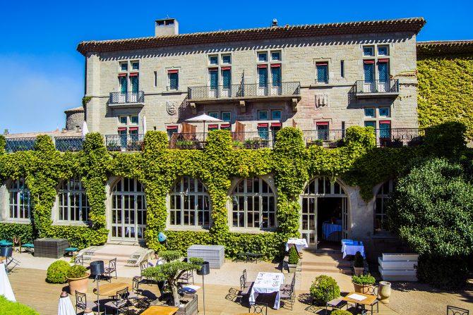 Terraza del Hotel de la Cité Carcassonne desde el recorrido por las murrallas del castillo - que ver en Carcassonne en un día