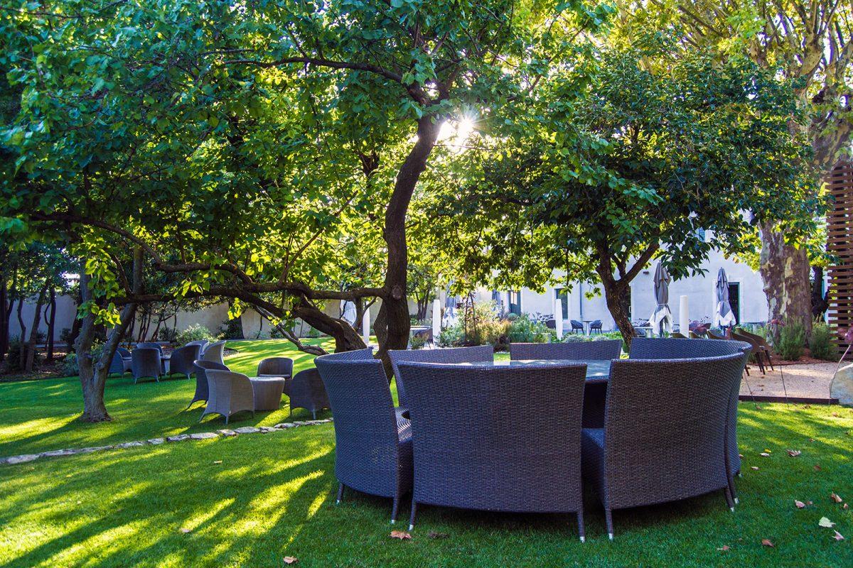 Terraza del hotel Mas de Boudan 2