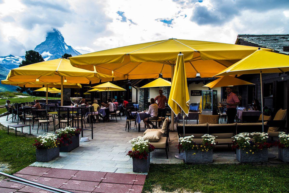 Terraza del restaurante El Bosco – Zermatt en dos días